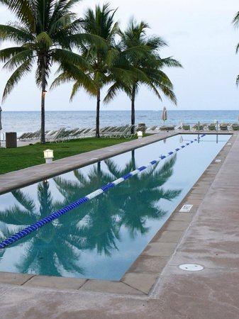 Grand Lucayan, Bahamas: Lap pool in adjoining area