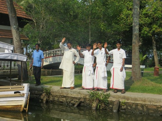 Coconut Lagoon: Staff waving us farewell