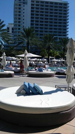 Fontainebleau Miami Beach: Cabanas