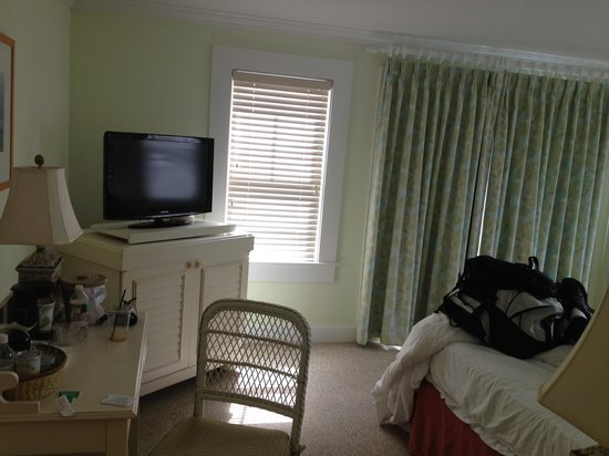 Vineyard Haven, MA : Room 303