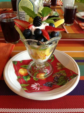 Dingmans Ferry, PA: Fruit presentation (second breakfast)