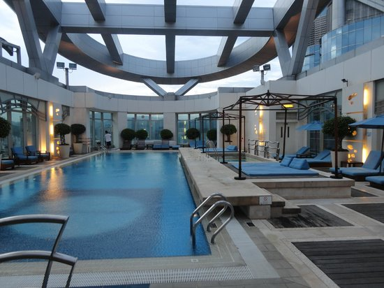 Langham Place Hong Kong: Rooftop pool area
