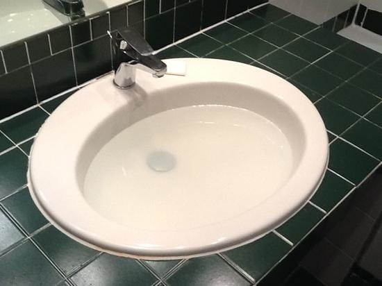 BEST WESTERN Hotel Milton Milano : Asked for sink to be fixed at 12:30pm, still unfixed at 12:30am. had to move to a new room. Unsa