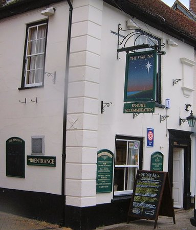 The Star Inn Ringwood: The outside view