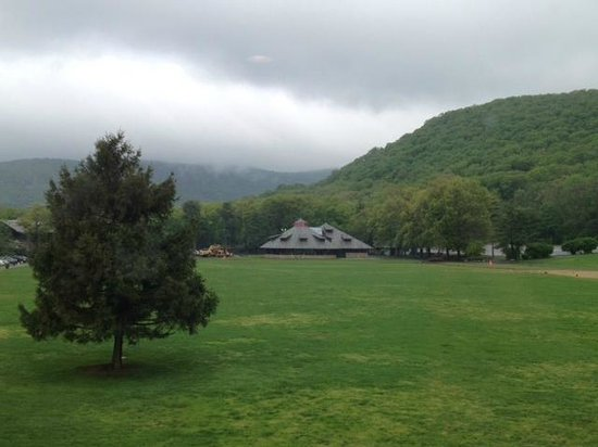 Bear Mountain Inn: view from dining room over the field toward the carousel building