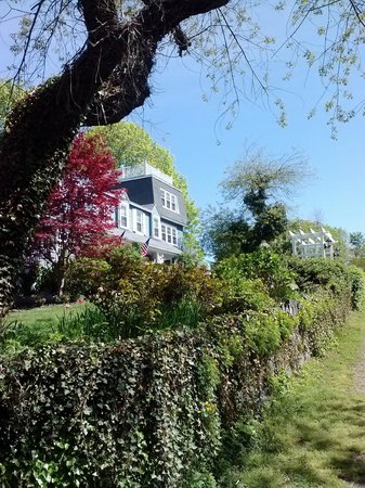 Marblehead, Массачусетс: Looking up the hill at the Inn