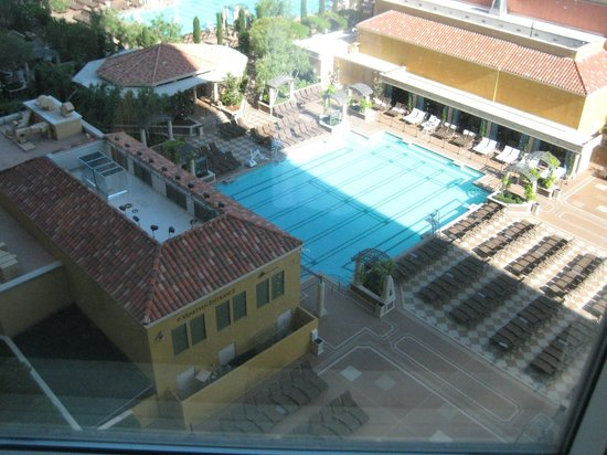 Venetian Resort Hotel Casino: Another view of the pool from our room