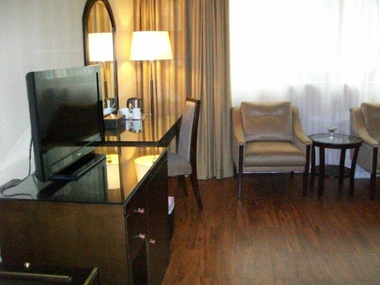 Flora Grand Hotel: Business desk