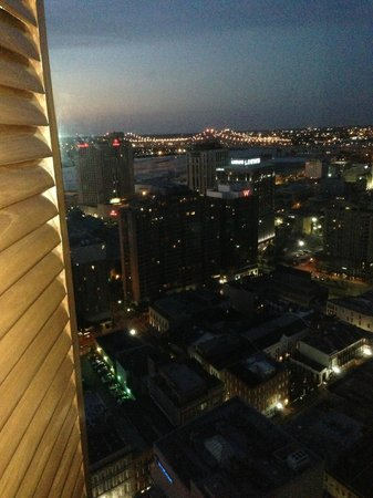 Sheraton New Orleans Hotel: Evening view from room