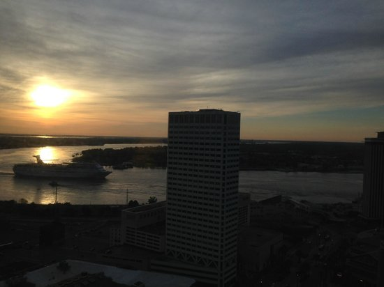 Sheraton New Orleans Hotel: Morning view - cruise ship