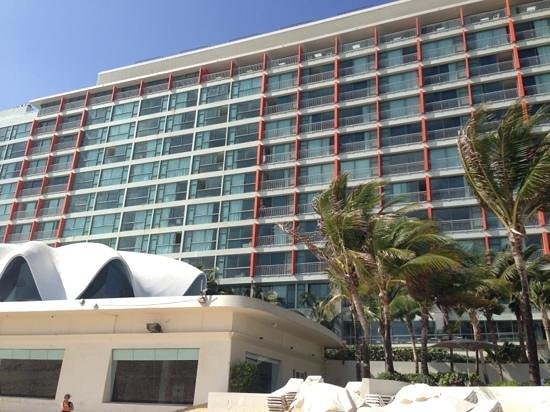 La Concha Resort: A Renaissance Hotel: view from the beach