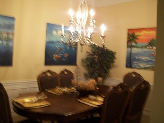 Vista Cay: dining room