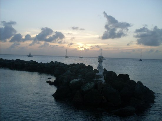 Coco Reef Tobago: beautiful sunset from the hotel grounds