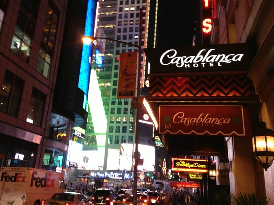 Casablanca Hotel Times Square: Times Square from 43rd Street