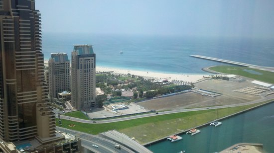 Dubai Marriott Harbour Hotel & Suites: View of Beach from my room