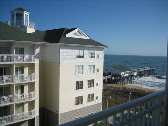 Hilton Garden Inn Outer Banks/Kitty Hawk: View from balcony of our room, overlooking courtyard