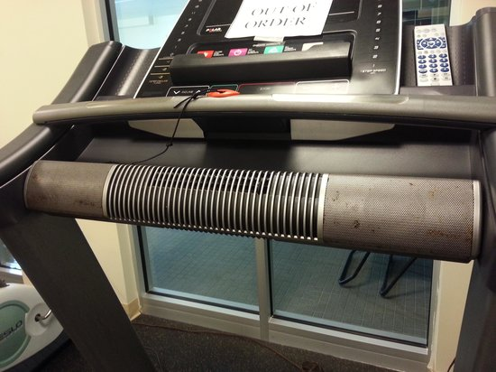 Days Inn South Portland: Nasty Gym Equipment #2. everything was broke. If you want a work out your better off on a run OU