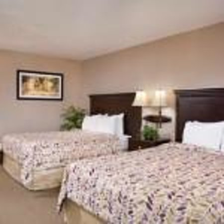 Ramada Maingate - At The Park: Spacious, quiet rooms
