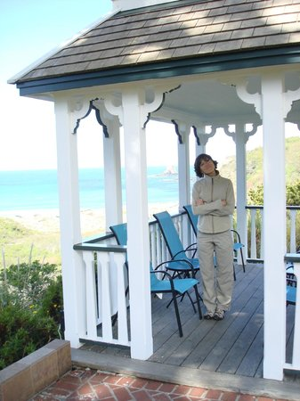 The Elk Cove Inn &amp; Spa: Lovely Gazebo to sit and watch the ocean