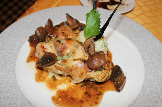 Secrets Vallarta Bay: Stuffed chicken @ Capers....good