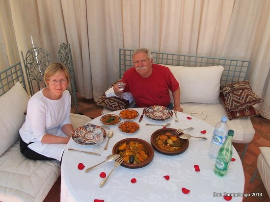 Riad Kniza: Dining on the roof top