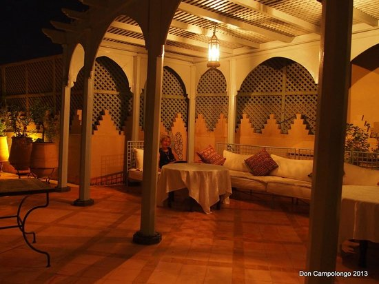 Riad Kniza: Dining on the roof top terrace