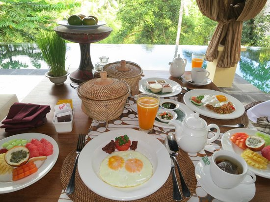 Komaneka at Bisma: Amazing free breakfast that they can deliver to your room