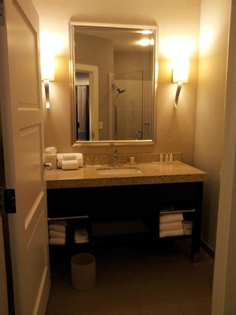 Hotel Indigo Waco - Baylor: Clean spacious bathroom