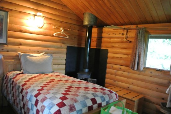 Camp Denali: One of our  Cabin had two beds