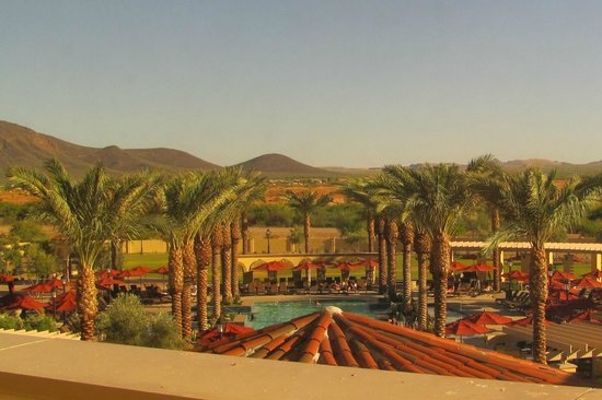 Casino Del Sol Resort: View of the pool from hotel