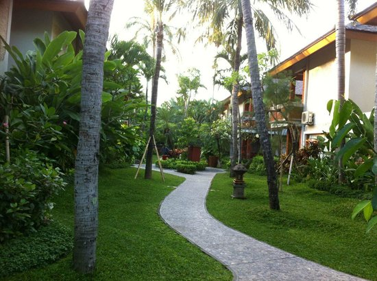 Bali Mandira Beach Resort &amp; Spa: Gardens