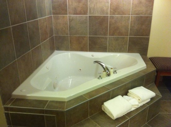 Hinton, Kanada: King Room Jacuzzi