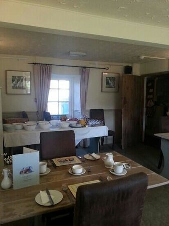 Newton Abbot, UK: ample choice and friendly breakfast room