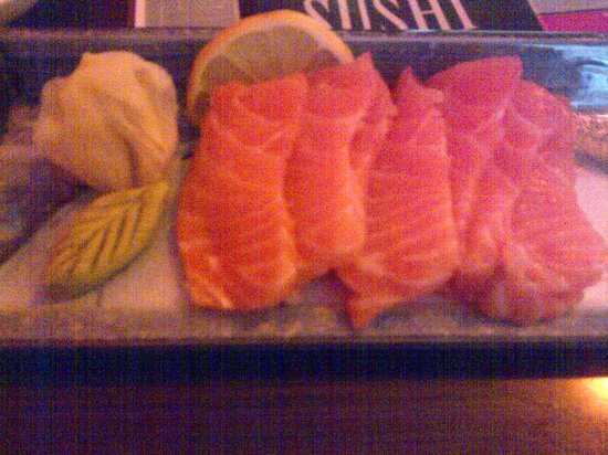 Wilmslow, UK: Beautifully presented Salmon Sashimi