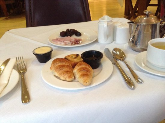 Brooks Hotel: Fresh baked croissant throughout the morning
