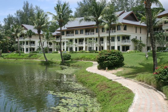Outrigger Laguna Phuket Beach Resort: The hotel grounds