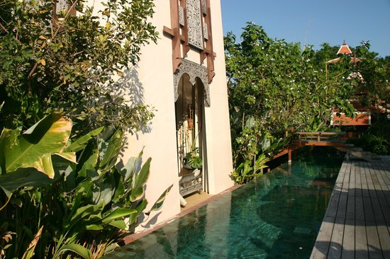 Siripanna Villa Resort & Spa: The swimming canal, starting from the pool