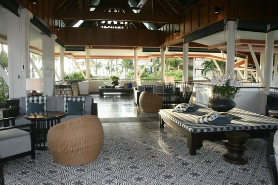 Outrigger Laguna Phuket Beach Resort : The hotel lobby 