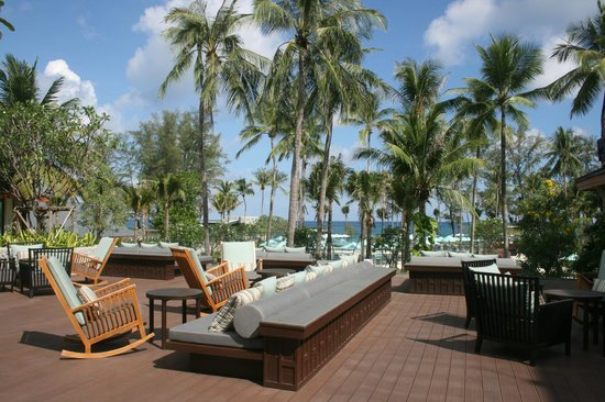 Outrigger Laguna Phuket Beach Resort : The hotel deck 