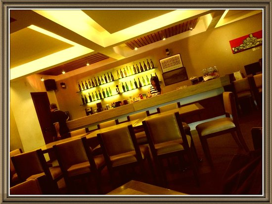 The Wine Museum Hotel: Front desk/restaurant counter