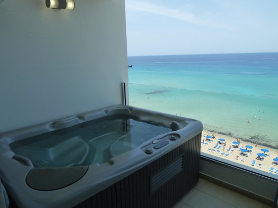 Sunrise Beach Hotel: Jacuzzi Suite