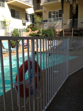 Magic Castle Hotel : pool and breakfast area