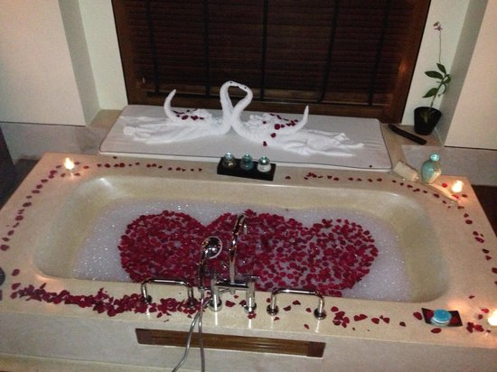 One&Only Reethi Rah, Maldives: Engagement bath