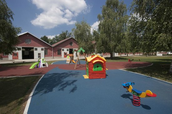 Somma Lombardo, Italien: Parco giochi esterno per i bimbi