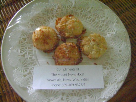 Mount Nevis Hotel and Beach Club: Welcome coconut macaroons at my room!