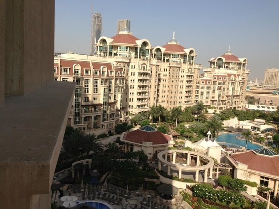 Garden pool picture of al murooj rotana dubai for Garden pool dubai
