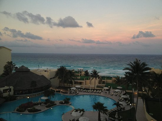 The Royal Mayan: Waking Up every morning to this view, priceless.....