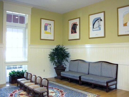Disney's Saratoga Springs Resort & Spa: Lobby waiting area