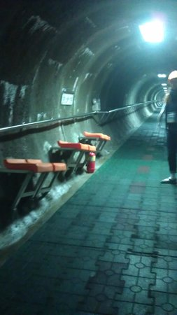 Paju, Corea del Sud: The steep access tunnel, excavated by the South Koreans to access the infiltration tunnel.