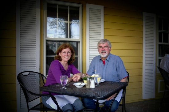 Oxford, MD: dinner on the front porch